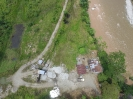 Trituradora de piedra al lado del río Orito